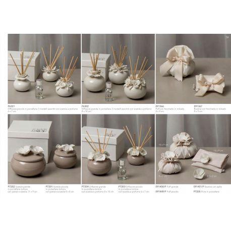 Diffusore profumatore piccolo in porcellana tortora con fiorellini bianchi con di bacchette, profumino e astuccio (P7203)