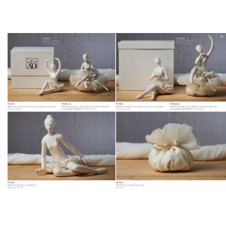 Ballerina media in porcellana in 2 posizioni assortite con sacchettino rete avorio (P7302-A)