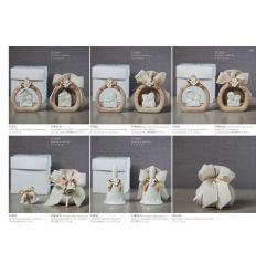 Icona Prima Comunione bimba in porcellana tortora con fiocco e fiorellinicon sacchettino in cotone linea Ribbon (P7802-A)