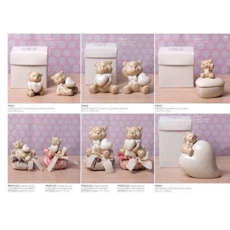 Orsetto piccolo in porcellana con cuore in 2 modelli assortiti linea Orsetti (P8401)