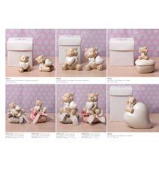 Orsetto piccolo in porcellana con cuore in 2 modelli assortiti con sacchettino in cotone linea Orsetti (P8401-A)