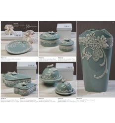 Scatola a cuore piccola in porcellana con decorazioni e farfalla sul coperchio con astuccio linea Vintage (P8604)