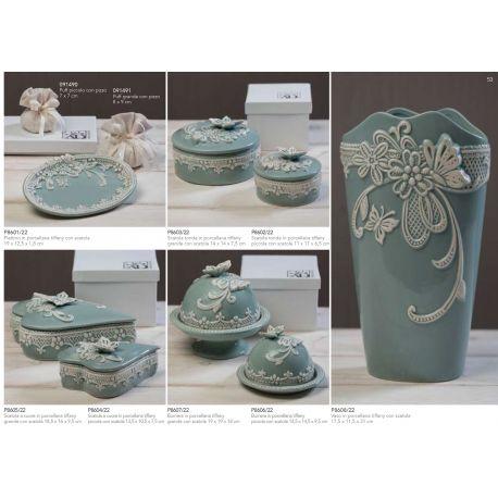 Scatola a cuore grande in porcellana con decorazioni e farfalla sul coperchio con astuccio linea Vintage (P8605)